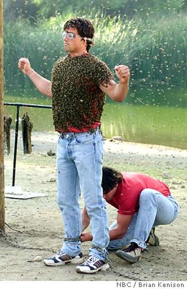 """GOODMAN04  FEAR FACTOR -- NBC Alternative Series -- """"Twins Episode"""" -- Pictured: Contestants in the """"Bee Rescue"""" competition -- NBC / Brian Kenison"""