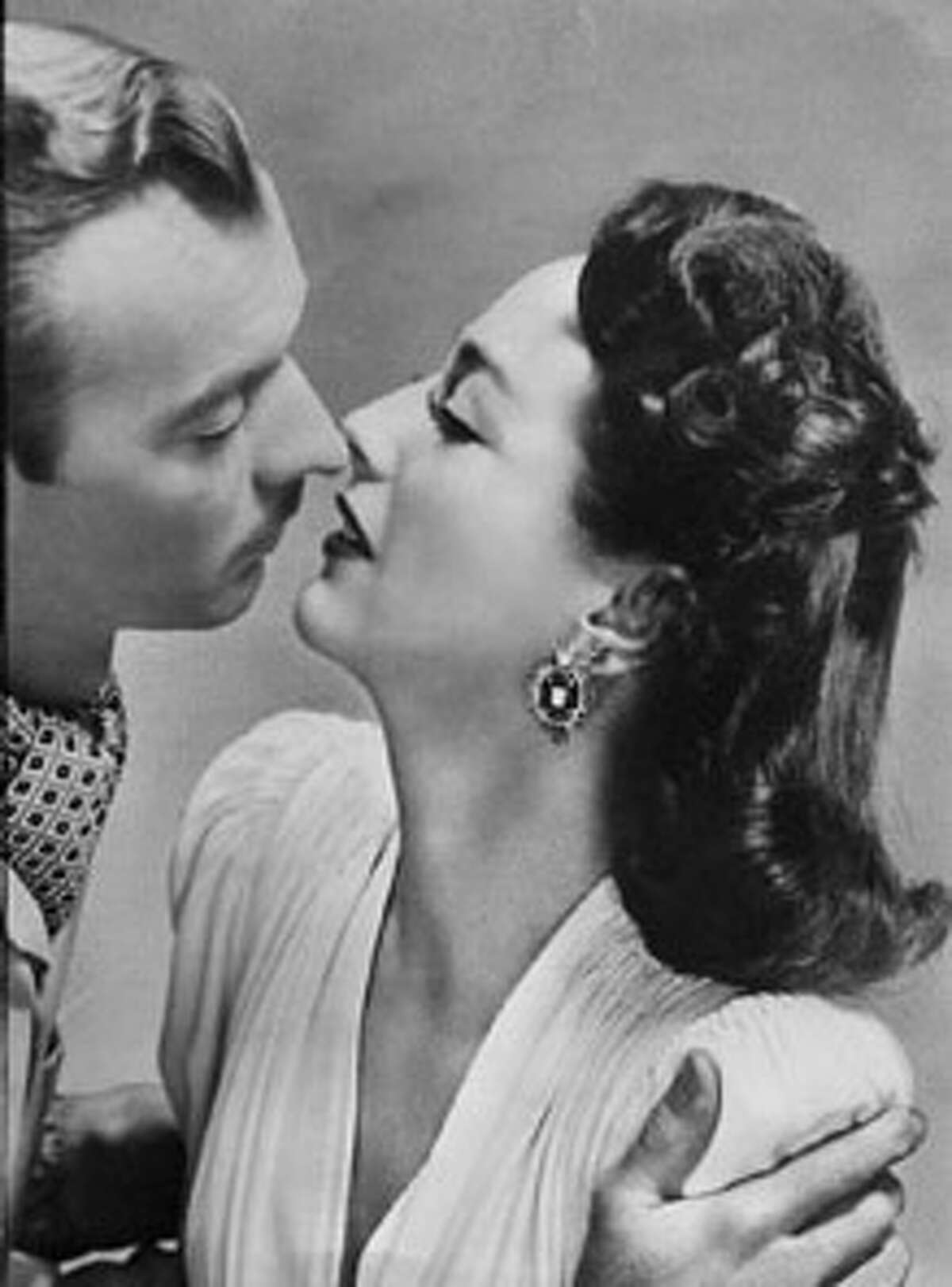 """CRAWFORD-30 OCT45 HANDOUT ZACHARY SCOTT AND JOAN CRAWFORD IN A ROMANTIC SCENE FROM """"MILDRED PIERCE."""" SCANNED"""