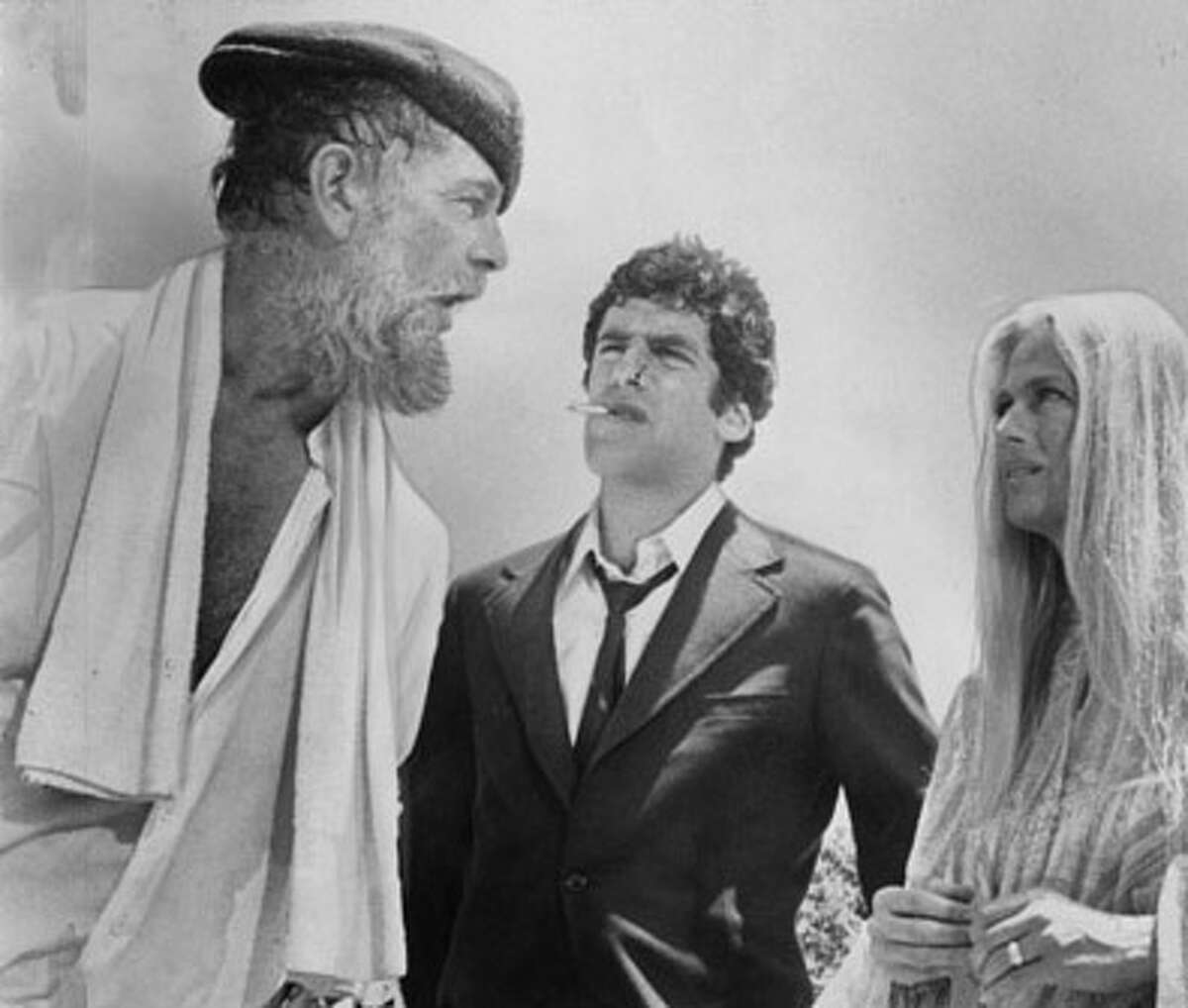 Sterling Hayden Elliott Gould Nina van Pallandt and Henry Gibosn in the Long Goodbye, 1973 United Artists