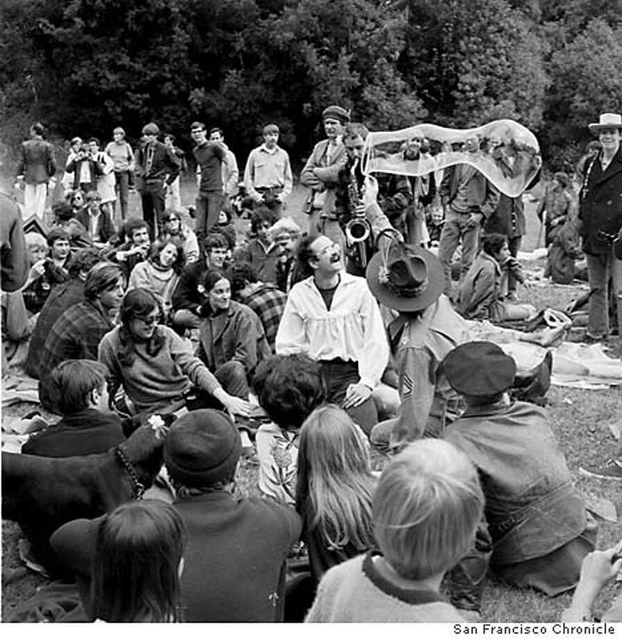 HIPPIES/21JUN67/MN/CHRONICLE - Hippies in Golden Gate Park celebrate the Summer Solstice on Jun 21, 1967. Photo by San Francisco Chronicle Photo: CHRONICLE
