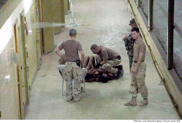 Жестокие пытки пленных граждан Ирака в тюрьме Абу-Грейб происхо