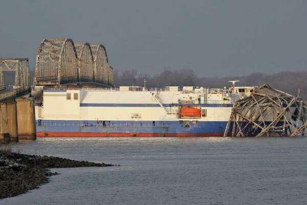 Ship carrying rocket parts hits Kentucky bridge