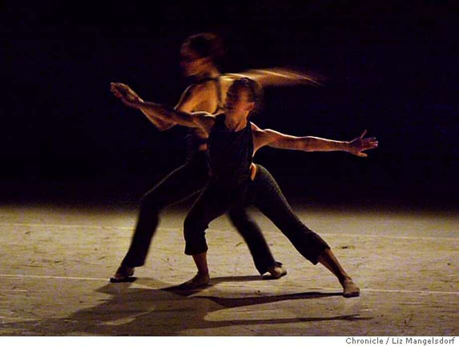 "46FB0004.JPG Event on 5/13/04 in San Francisco.  Dancers from the Kunst-stoff dance company perform ""Self-Seeking-Self"" at the ODC Theater. Liz Mangelsdorf / The Chronicle Photo: Liz Mangelsdorf"