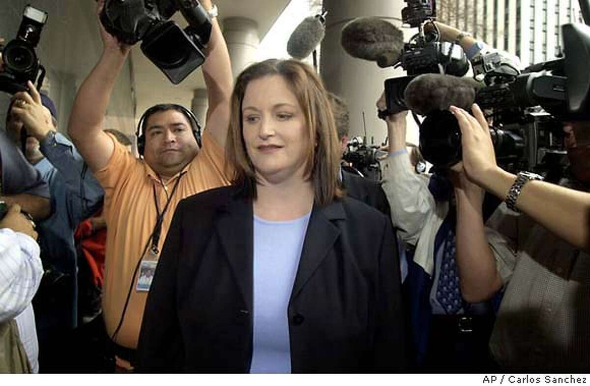 ** FILE ** Lea Fastow, wife of former Enron finance chief Andrew S. Fastow arrives at the federal courthouse Wednesday, Jan. 14, 2004 in Houston. Federal prosecutors on Thursday, April 29, 2004, wiped out a previous indictment charging Lea Fastow with six felonies _ four counts of filing false tax forms and two counts of conspiracy _ and replaced it with a single misdemeanor charge of filing a false tax form. (AP Photo/Carlos Sanchez) JAN. 14, 2004, PHOTO