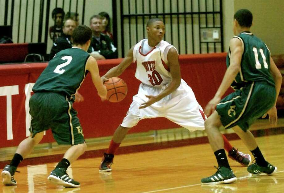 Kounzte's Donte McMahon controls the ball as East Chambers' Hayden Touchet and Xavier Broussard guard at Kountze High School in Kountze, Friday, January 27, 2012. Tammy McKinley/The Enterprise Photo: TAMMY MCKINLEY