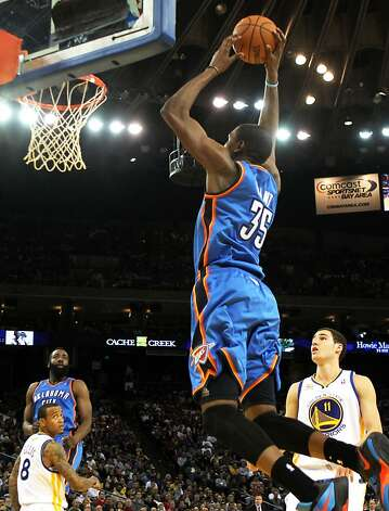 Oklahoma City Thunder Kevin Durant (35) scores against the Golden State Warriors' during the second half of their NBA basketball game in Oakland, Calif., Friday, January 27, 2012. Photo: Lance Iversen, The Chronicle