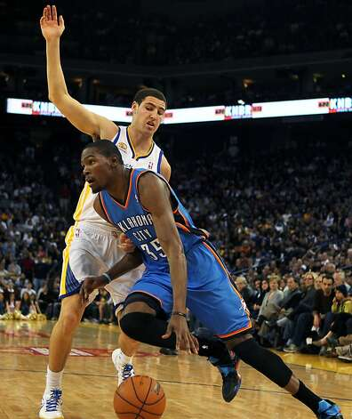 Oklahoma City Thunder Kevin Durant (35) drives past Golden State Warriors' Klay Thompson (11) in the second half of their NBA basketball game in Oakland, Calif., Friday, January 27, 2012. Photo: Lance Iversen, The Chronicle