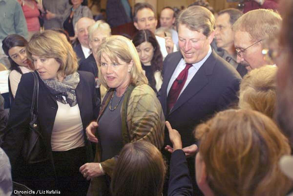 Former Vice President Al Gore and his wife Tipper make it through the crowd at Fairmont Hotel after delivering his speech on Iraq to the Commenwealth Club. (PHOTOGRAPHED BY LIZ HAFALIA/THE SAN FRANCISCO CHRONICLE)