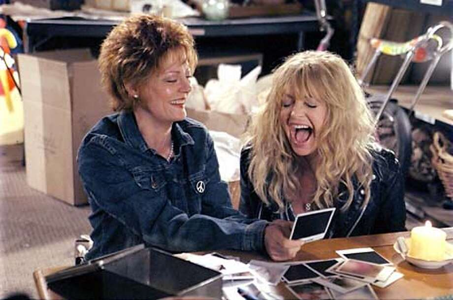 Left to Right: Susan Sarandon and Goldie Hawn in THE BANGER SISTERS Photo Credit: Robert Zuckerman  Copyright2002...FoxSearchlight Photo: Handout
