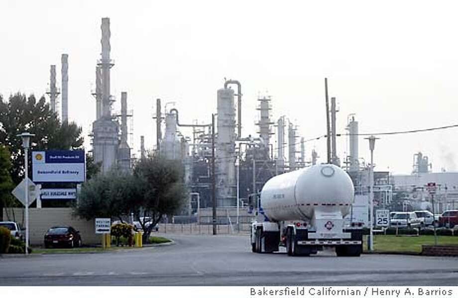 Leaving: Shell Oil announced on Nov. 13 that operations at its Bakersfield refinery will cease on Sept. 30, 2004. Company executives said they will dismantle the Rosedale Highway refinery, the largest in Bakersfield. The move affects around 250 refinery employees and 150 contractors. Bakersfield Californian / Henry A. Barrios Photo: Henry A. Barrios