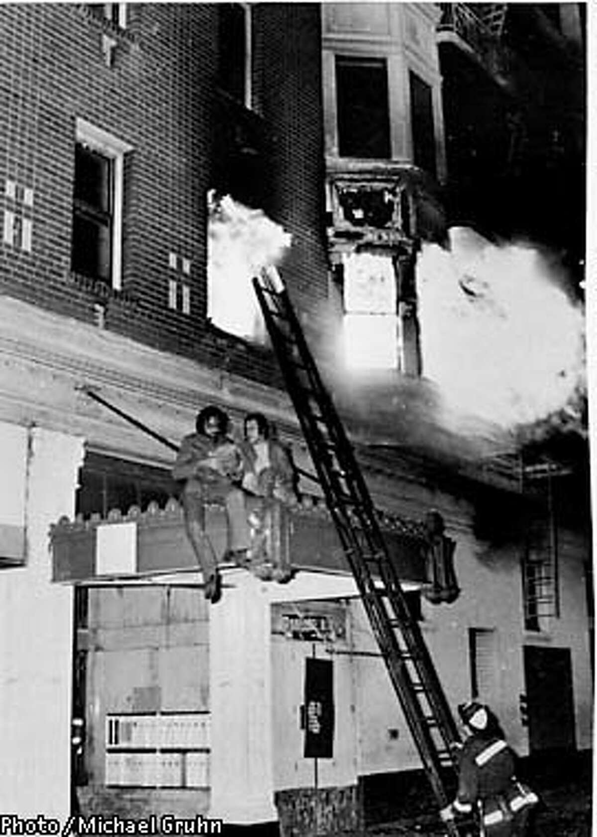 PHOTO BY MICHAEL GRUHN SPEC TO THE CHRON CORTLAND APARTMENT FIRE AT 16TH STREET AND VALENCIA IN SAN FRANCISCO, 1975