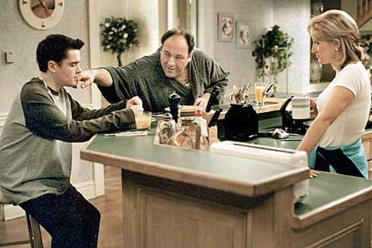 Emmy�- and Peabody-winning HBO series THE Sopranos Robert Iler, James Gandolfini, Edie Falco. photo: Barry Wetcher (HANDOUT PHOTO) PLEASE VERIFY RIGHTS AND USAGE