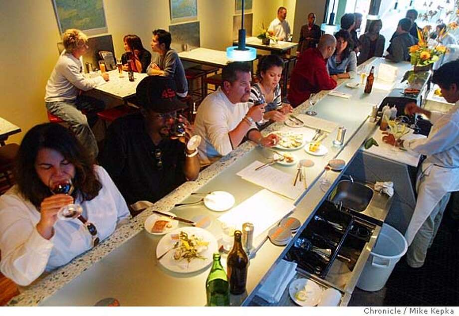 Pearl Oyster Bar and Restaurant in Oakland's Rockridge neighborhood.  5/21/04 in Oakland. Mike Kepka / The Chronicle Photo: Mike Kepka