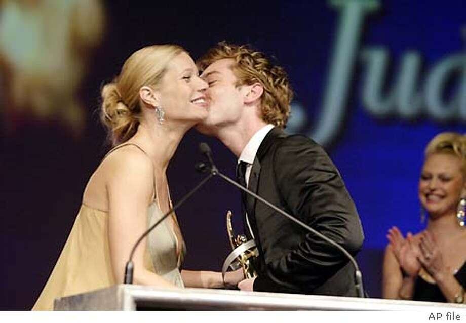Actors Gwyneth Paltrow and Jude Law share a moment Thursday, March 25, 2004, during The Awards at the Paris Hotel in Las Vages. (AP Photo/Eric Charbonneau Berliner Studio/BEImages) Jude Law plants a kiss on Gwyneth Paltrow at in Las Vegas. Both star in the forthcoming &quo;Sky Captain and the World of Tomorrow.&quo; Photo: ERIC CHARBONNEAUBERLI
