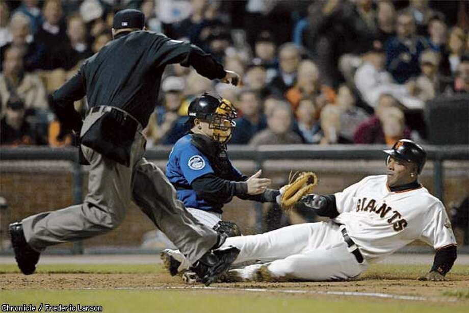 : Barry Bond avoids the tag of Rockies catcher Gary Bennett to score on Daman Minor hit to in the 2nd inning. on San Francisco Giants vs the Colorado Rockies at PacBell Park. Chronicle photo by Frederic Larson Photo: FREDERIC LARSON