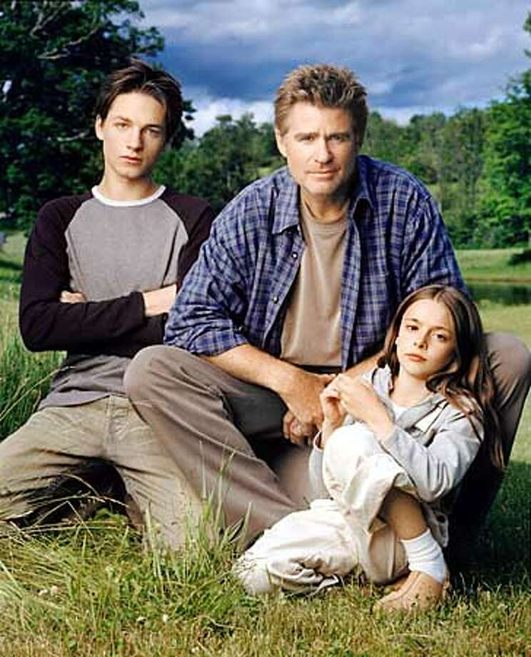 EVERWOOD  Pictured (left to right): Gregory Smith as Ephram Brown, Treat Williams as Dr. Andrew Brown, Vivien Cardone as Delia Brown Photo Credit: � The WB/ Andrew Eccles Photo: HANDOUT