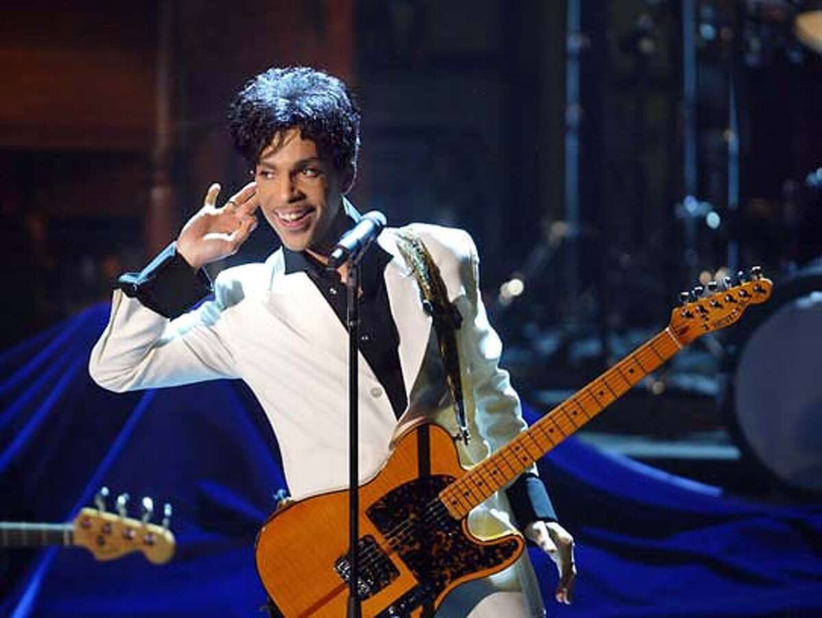 Prince performs as he is inducted into the 19th Annual Rock and Roll Hall of Fame March 15, 2004 at the Waldorf Astoria Hotel in New York City, New York. Prince was among seven artists honored for their contribution to rock and roll. (HO - Photo by Kevin Mazur/Wireimage)(NO MAGS NO TV)