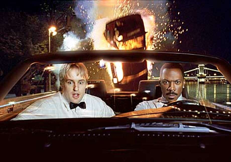 CC03-Still-V9-2KFA-VO8 � Special agent Alex Scott (Owen Wilson, left) and Kelly Robinson (Eddie Murphy) escape on a car carrier while being pursued by villainous thugs in Columbia Pictures� action comedy I Spy. Photo by: Imageworks Photo: HANDOUT