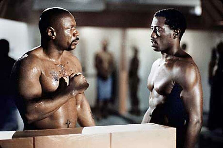 Ving Rhames and Wesley Snipes in Walter Hill's UNDISPUTED. Photo credits: Ron Batzdorff (HANDOUT PHOTO) Photo: HANDOUT