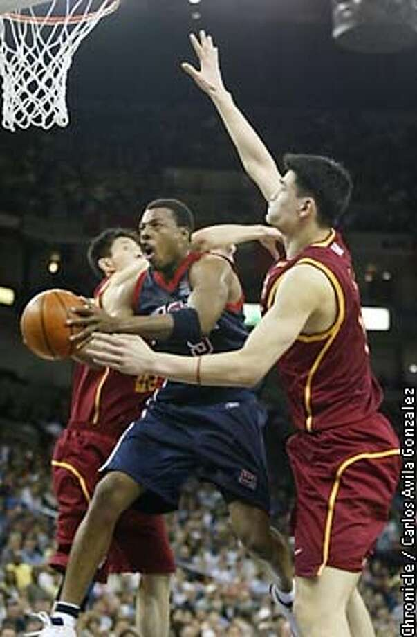 China's Yao Ming, right, and Du Feng, right, try to block out USA's Paul Pierce, in the third quarter of play of the USA v. China World Championship Teams in Oakland, Ca., on Thursday, August 22, 2002. (CARLOS AVILA GONZALEZ/SAN FRANCISCO CHRONICLE) Photo: CARLOS AVILA GONZALEZ