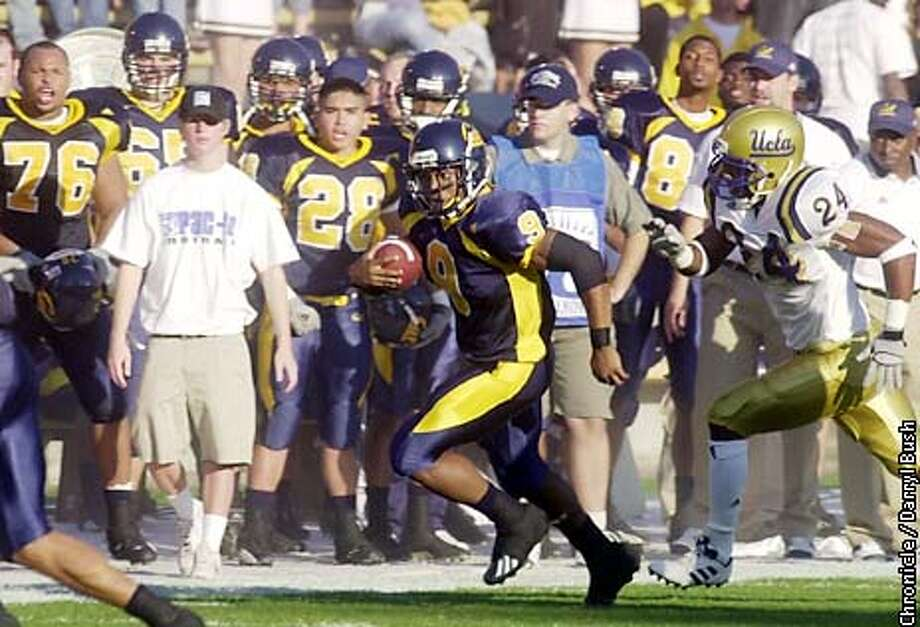 CAL20D-C-19OCT02-SP-DB Cal's Terrell Williams takes a run down the sidelines as UCLA Ben Emanuel II follows in the 2nd quarter Cal vs. UCLA at Berkeley. CHRONICLE PHOTO BY DARRYL BUSH Photo: Darryl Bush