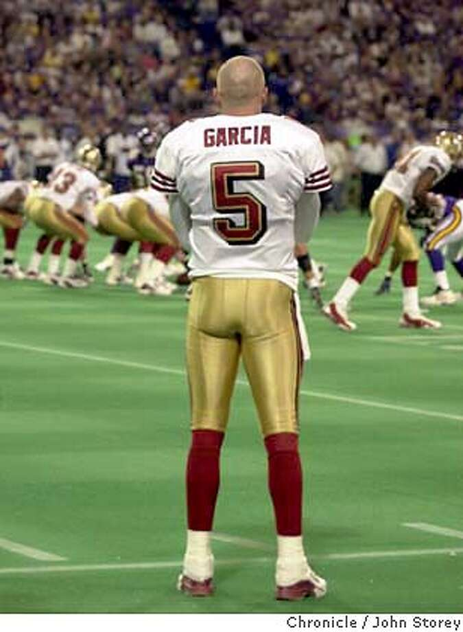 fortyniners052_jrs.jpg  The Forty Niners lose to the Vikings. 49ers starting quarterback Jeff Garcia watches his replacement, Tim Rattay guide the offense in the 4th quarter.  9/28/03 in Minneapolis. JOHN STOREY / The Chronicle CAT MANDATORY CREDIT FOR PHOTOG AND SF CHRONICLE/ -MAGS OUT Photo: JOHN STOREY