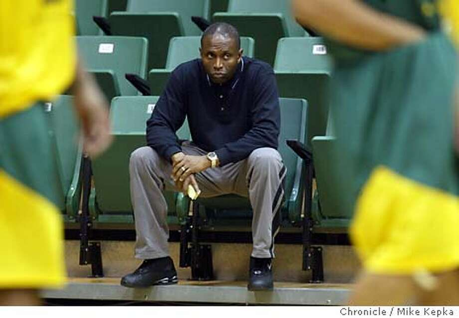 usafbasketball0147_mk.jpg  Coach Phil Mathews  The USF basketball team during practice. 11/13/03 in San Francisco MIKE KEPKA/The San Francisco Chronicle Phil Mathews' Dons have beaten Gonzaga just twice in his tenure. Phil Mathews' Dons have beaten Gonzaga just twice in his tenure. ProductName	Chronicle Photo: MIKE KEPKA