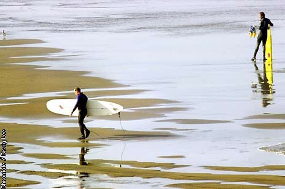 WEATHER-C-09AUG02-MT-CL  Surfers out at Ocean Beach in San Francisco enjoying the cool waters. It's supposed to be hot today. Photo by Craig Lee/San Francisco Chronicle Photo: CRAIG LEE
