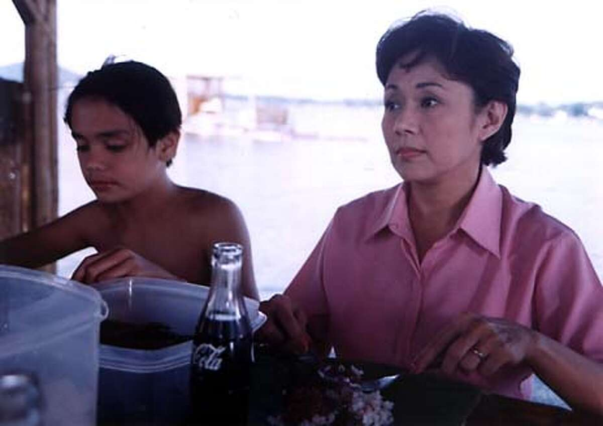 (l-r) John W. Sace as Bingo and Vilma Santos as Amanda during a family outing on the beach in DEKADA '70, directed by Chito S. Ro�o. 22nd San Francisco International Asian American Film Festival, March 4-21, 2004.