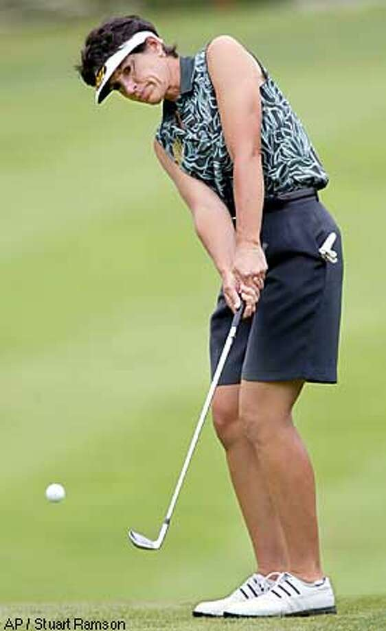 Juli Inkster, from Los Altos, Calif., chips to the 18th green during the secon round of the held in New Rochelle, N.Y., Friday, July 26, 2002. (AP Photo /Stuart Ramson) Photo: STUART RAMSON
