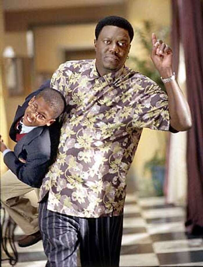 L-R:Jeremy Suarez and Bernie Mac in BERNIE MAC on FOX. ��2001FOX BROADCASTING CR:Richard Foreman/FOX  (HANDOUT PHOTO) Photo: HANDOUT