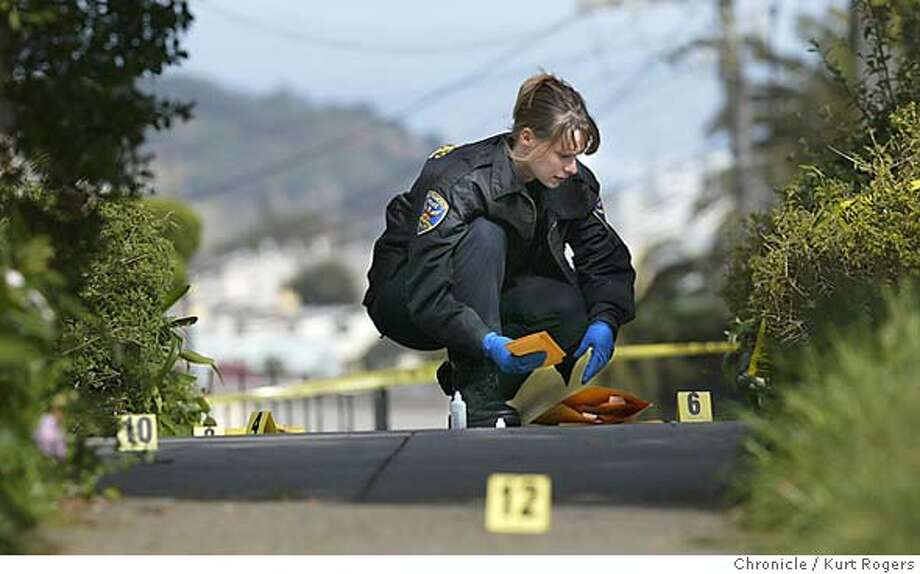 Lyn O�Connor a Crime Seine investigator for the San Francisco Police department works on gathering evidence of a murdered woman in a home on Prague st. Kurt Rogers /The Chronicle Photo: Kurt Rogers