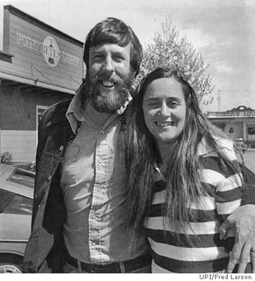DAVID AND CATHERINE MITCHELL OF THE POINT REYES LIGHT PHOTO BY FRED LARSON, UPI, 1979