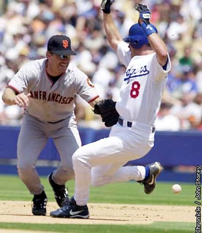 GIANTS21-C-20JUL02-SP-JRS-The Giant's vs. the Dodgers at Dodger Stadium in Los Angeles. Jeff Kent of the Giant's trys to tag out Mark Grudzielanek of the Dodgers without the ball in the 4th inning after a hit by Omar Daal. Chronicle Photo by John Storey. Photo: John Storey