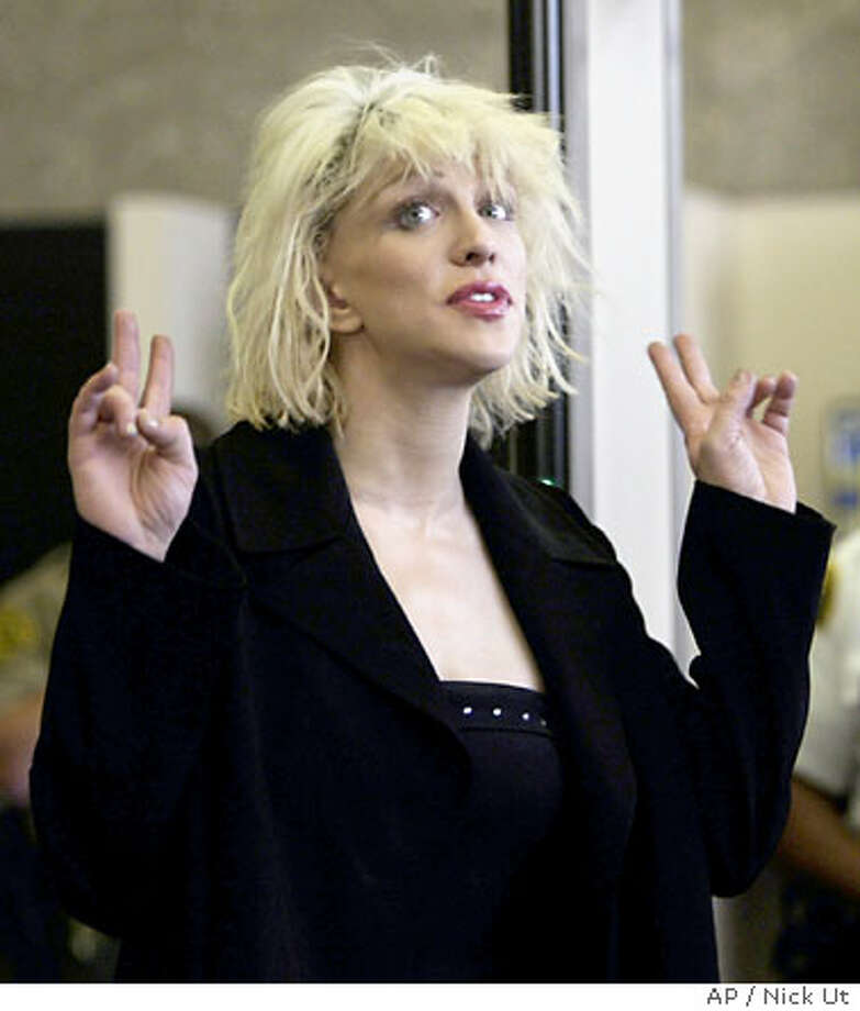 Courtney Love arrives at the Los Angeles County Superior Courthouse in Beverly Hills, Calif., Thursday, April 15, 2004, for a preliminary hearing on two felony drug possession charges. (AP Photo/Nick Ut) Photo: NICK UT