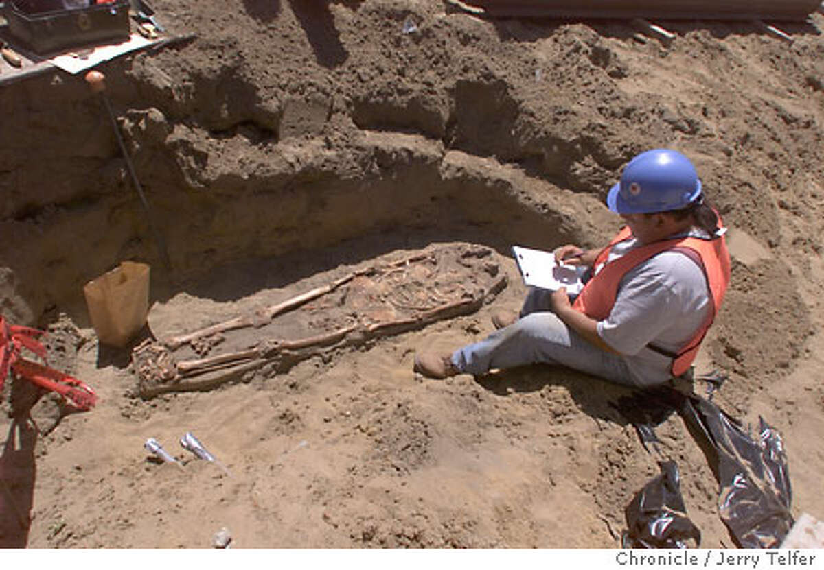 Archaeologist Francisco Arellano, during excavation for the Asian Art Museum, makes notes of the remains of corpses buried there. Chronicle photo, 2001, by Jerry Telfer