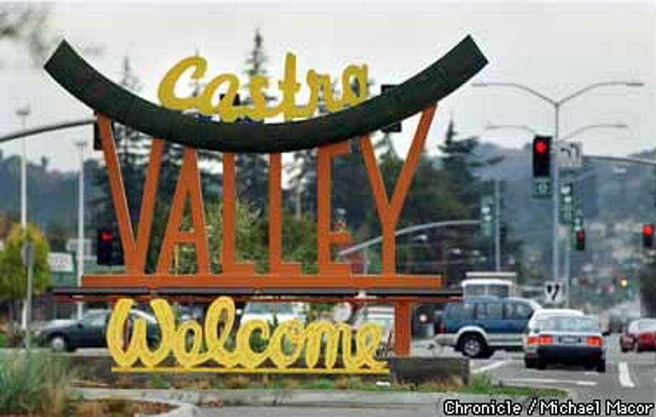 WELCOME At The Entrance To The Town Of Castro Valley, Alameda Co. Board Of