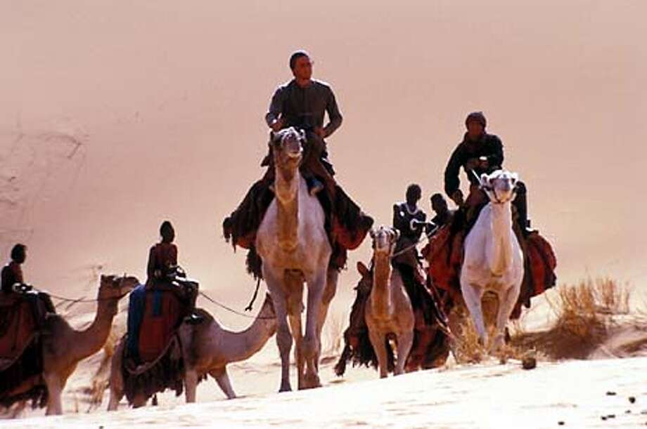 Heath Ledger (center) as Harry Alek Wek (right center) as Aquol, Djimon Hounsou (right) as Abou Fatma and Daniel Caltagirone as Gustave in The Four Feathers.