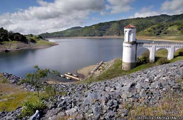 The water level at the Calaveras reservoir in Sunol is kept low because of the dam's risk of earthquake damage. Chronicle photo by Michael Macor
