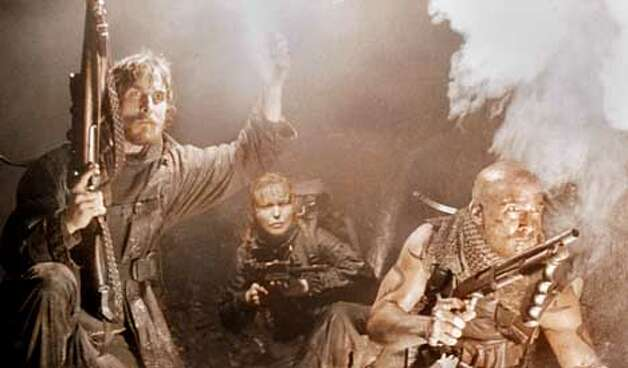 REIGN OF FIRE  CHRISTIAN BALE, IZABELLA SCORUPCO AND MATTHEW MCCONAUGHEY Photo: HANDOUT