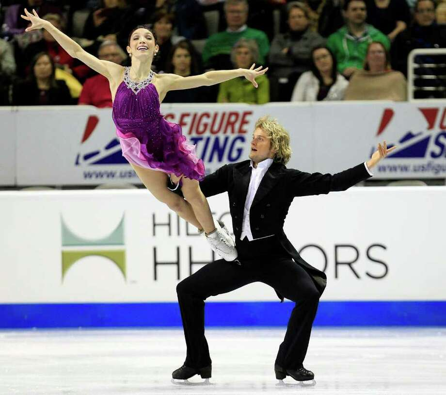 Reigning world champions Charlie White, right, and Meryl Davis breezed to their fourth consecutive title at the U.S. Figure Skating Championships. Photo: Marcio Jose Sanchez / AP