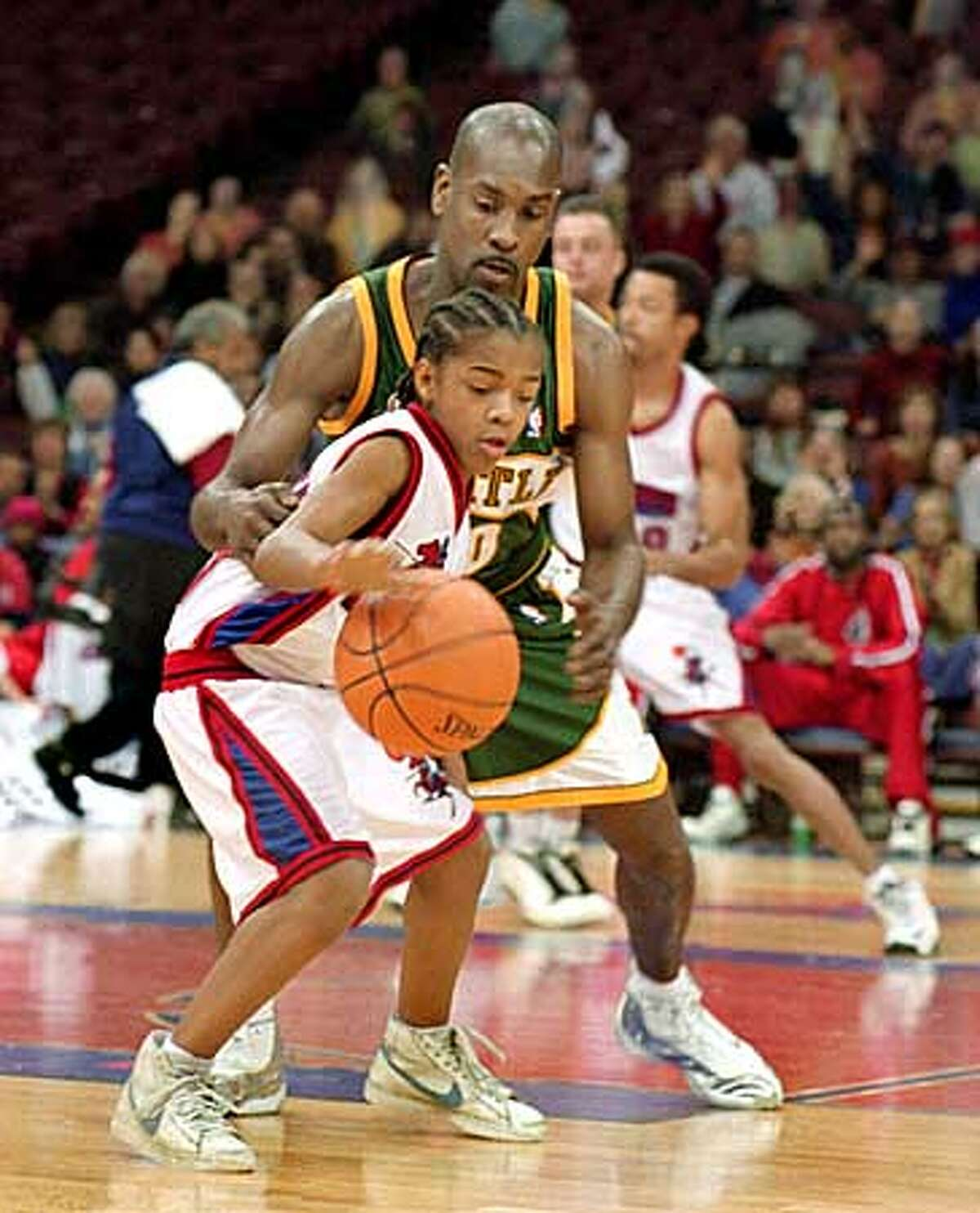 Calvin (Lil' Bow Wow) goes up against a real NBA star, Seattle's Gary Payton, in
