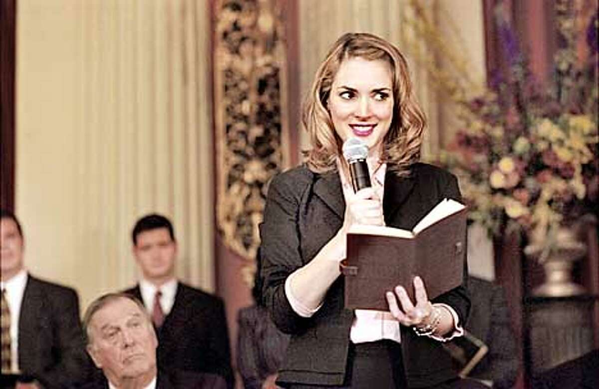 D-41 Photo Credit: Jon Farmer Winona Ryder stars as local tabloid reporter Babe Bennett in the Columbia Pictures/New Line Cinema comedy, Mr. Deeds. (HANDOUT PHOTO)