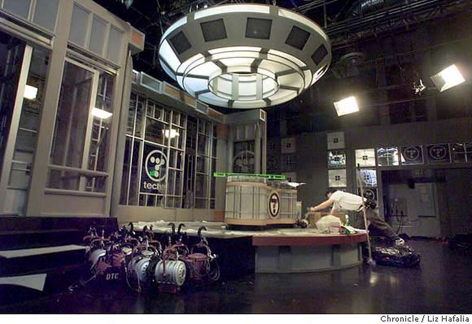 TECHTV3-C-26FEB01-BU-LH--TechTV, a cable channel in SF that offers round the clock programming about computers, is putting up a new studio (built in Los Angeles).  (BY LIZ HAFALIA/THE SAN FRANCISCO CHRONICLE) CAT Photo: LIZ HAFALIA