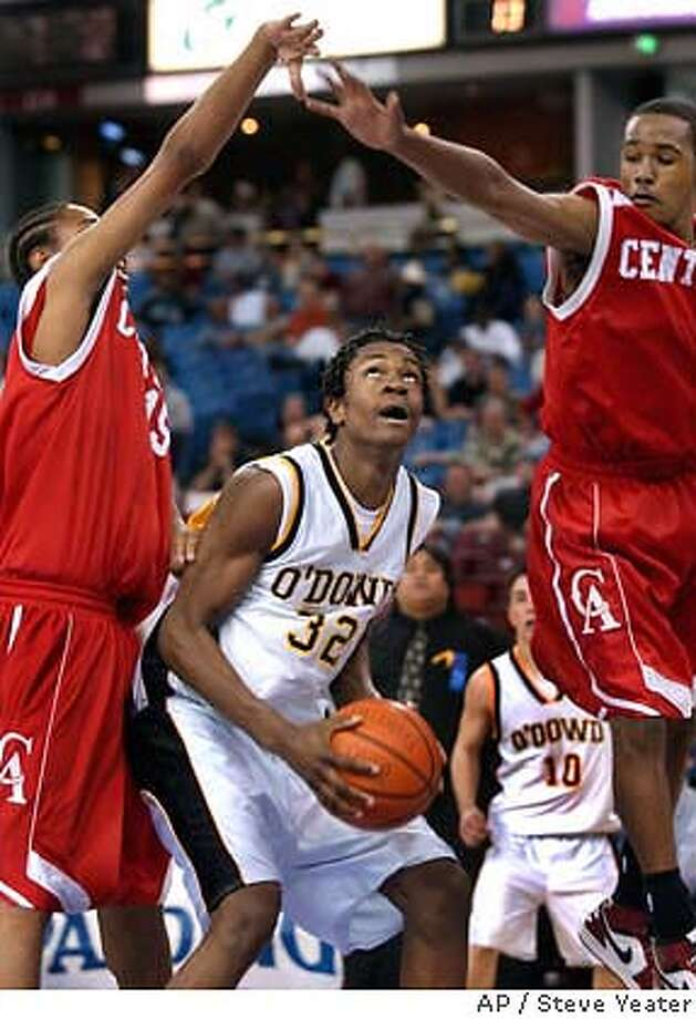 Bishop O'Dowd of Oakland forward Jesse Byrd (32) looks for room under the basket against Centennial of Compton defenders during the second half of the Division III championship game in Sacramento, Calif., on Saturday, March 20, 2004. Centennial won 60-36.(AP Photo/Steve Yeater) Photo: STEVE YEATER