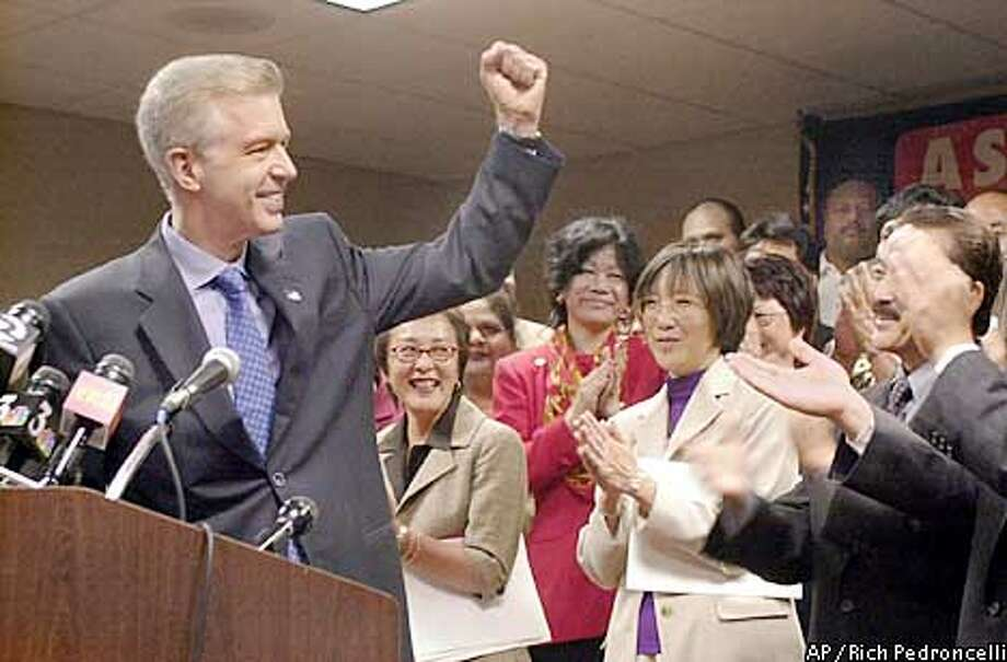 California Gov. Gray Davis, left, thanks members of the Asian Pacific Americans for their endorsement of his re-election campaign at a news conference in Sacramento, Calif., Wednesday, June 19, 2002. Among those supporting Davis, are Democratic Assembly members Carol Liu of La Canada/Flintridge, second from left, Wilma Chan of Oakland, second from right and George Nakano of Torrance, at right. (AP Photo/Rich Pedroncelli) Photo: RICH PEDRONCELLI
