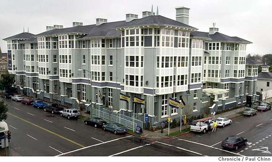 landmark28019_pc.jpg The project at 12 St. and Martin Luther King Blvd. is almost completey sold. Landmark Place townhomes in Oakland on 12/23/03. PAUL CHINN / The Chronicle MANDATORY CREDIT FOR PHOTOG AND SF CHRONICLE/ -MAGS OUT Photo: PAUL CHINN