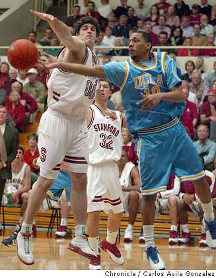 Stanford's Joe Kirchofer, left, and UCLA's Ryan Walcott, scramble for a rebound in the first half of the Cardinal's 67-52 victory over the Bruins at Maples Pavilion on Thursday, January 22, 2004, in Palo Alto, Ca. Event on 01/22/04 in Palo Alto, CA. Photo By Carlos Avila Gonzalez / The San Francisco Chronicle Photo: Carlos Avila Gonzalez