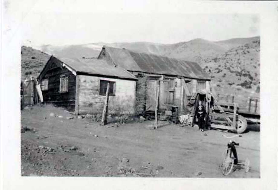 OLINGHOUSE MINE, NEVADA, JAN 1936. LINSEA FAMILY HOUSE (DORRIS IS THE SMALLER OF THE TWO; OTHER GIRL DIED SOON AFTER OF APPENDICITIS--THEY LIVED TOO FAR AWAY FROM CIVILIZATION TO GET TO A DOCTOR IN TIMEI)