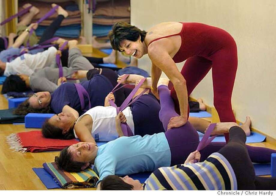 Giving Back 30 Years After Yoga Relieved Her Scoliosis A Palo Alto Woman Is Helping Others Ease Their Pain Sfgate